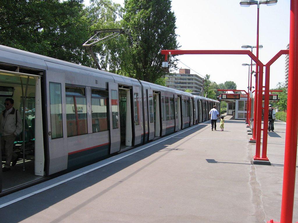Binnenhof metro station