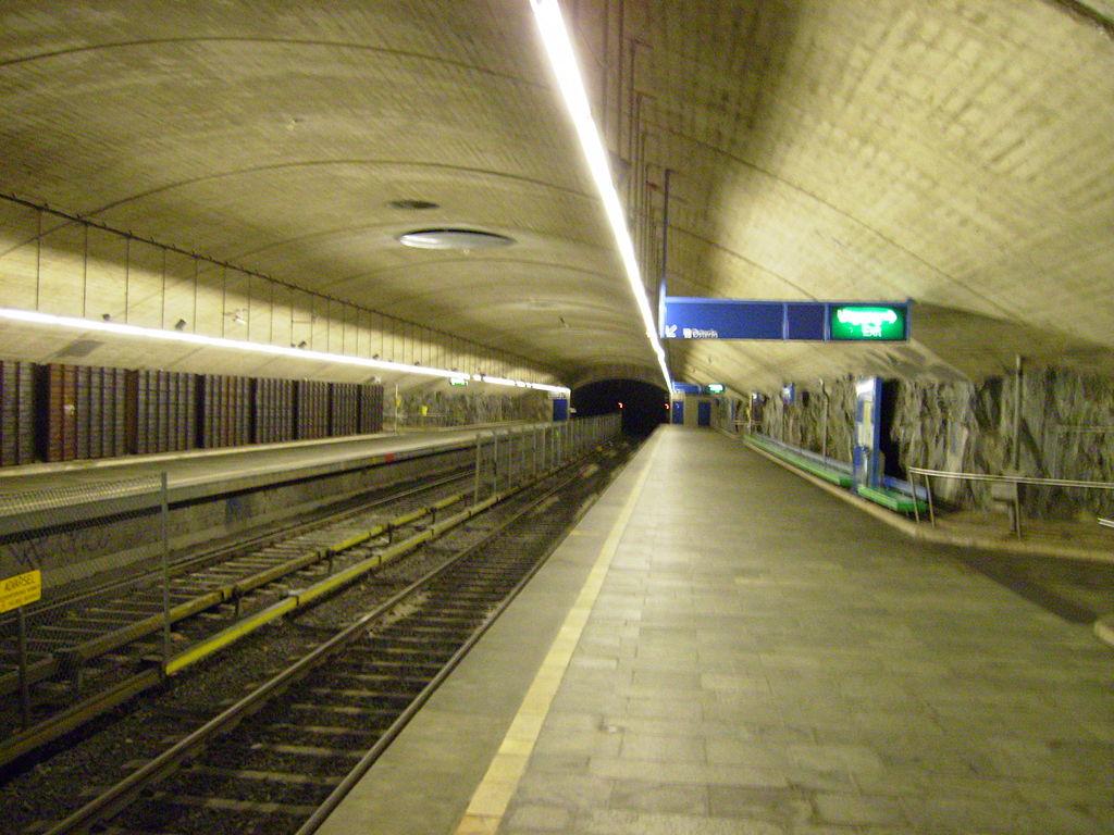 Ellingsrudåsen station