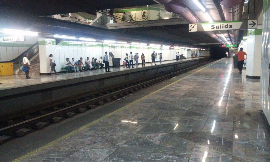 Fundadores metro station
