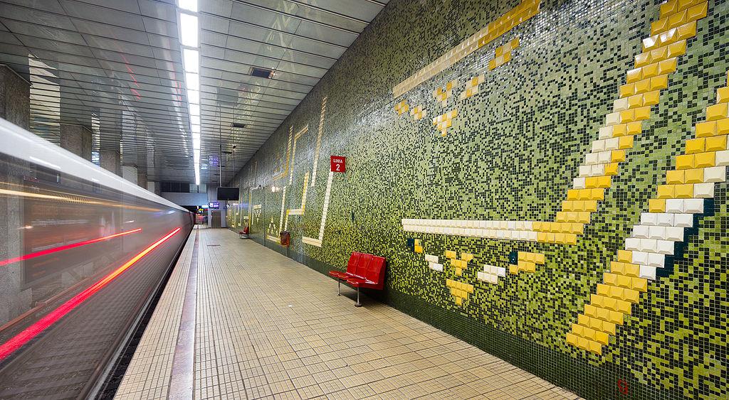Grozăvești metro station