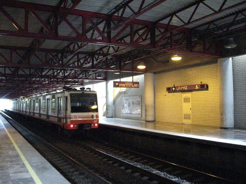 La Paz metro station
