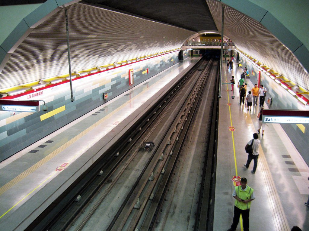 Los Dominicos metro station