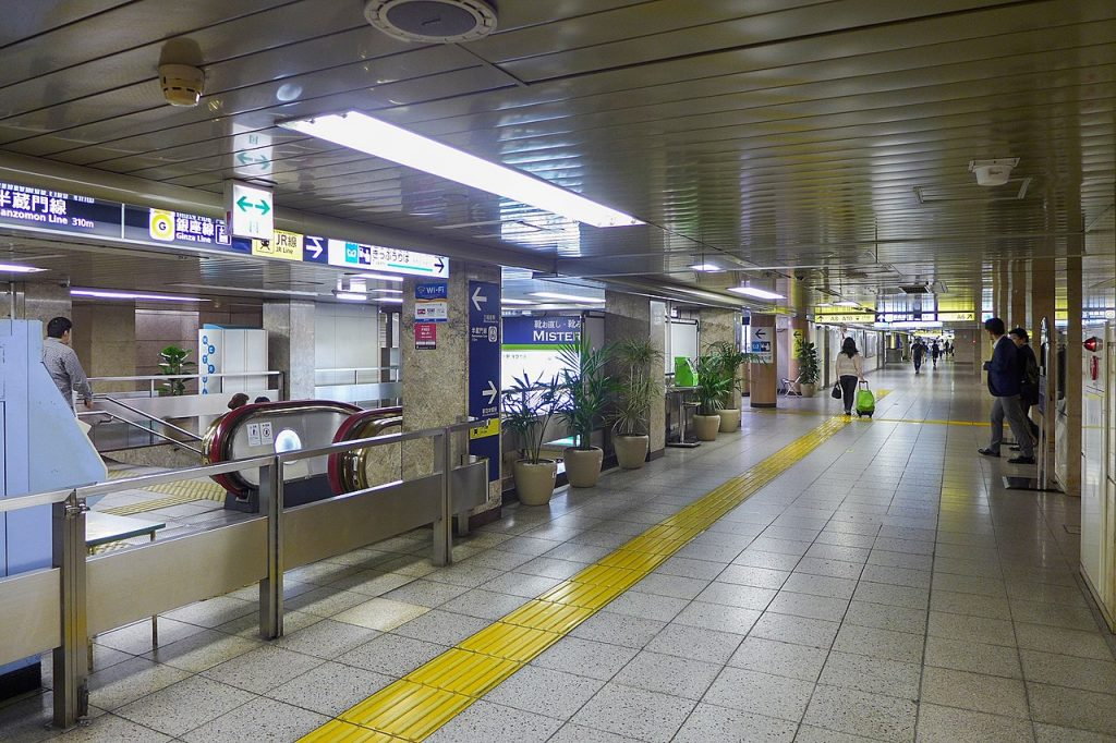 Mitsukoshimae Station