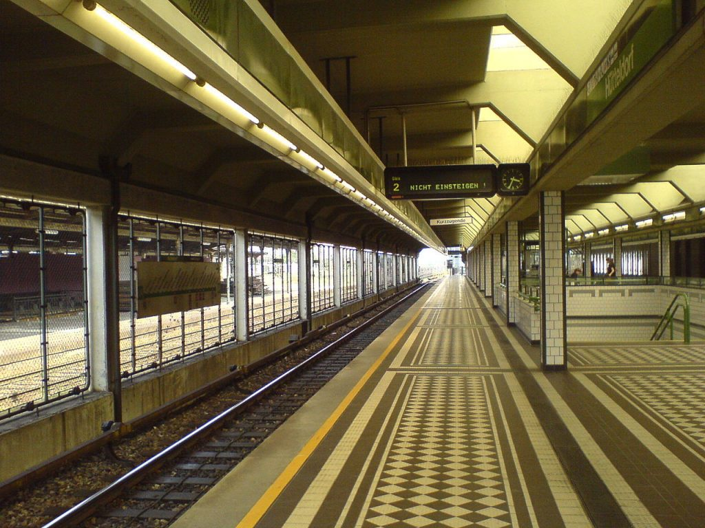 Platform 2 of Hütteldorf station