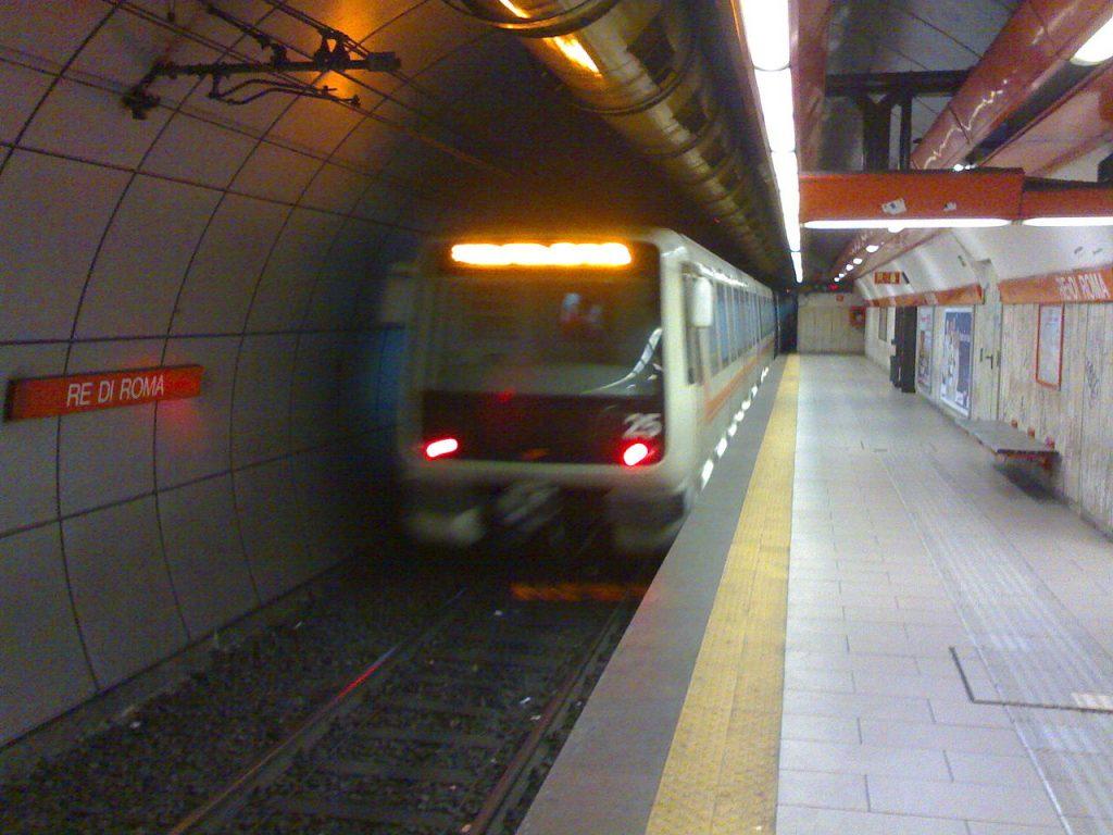 Re di Roma station