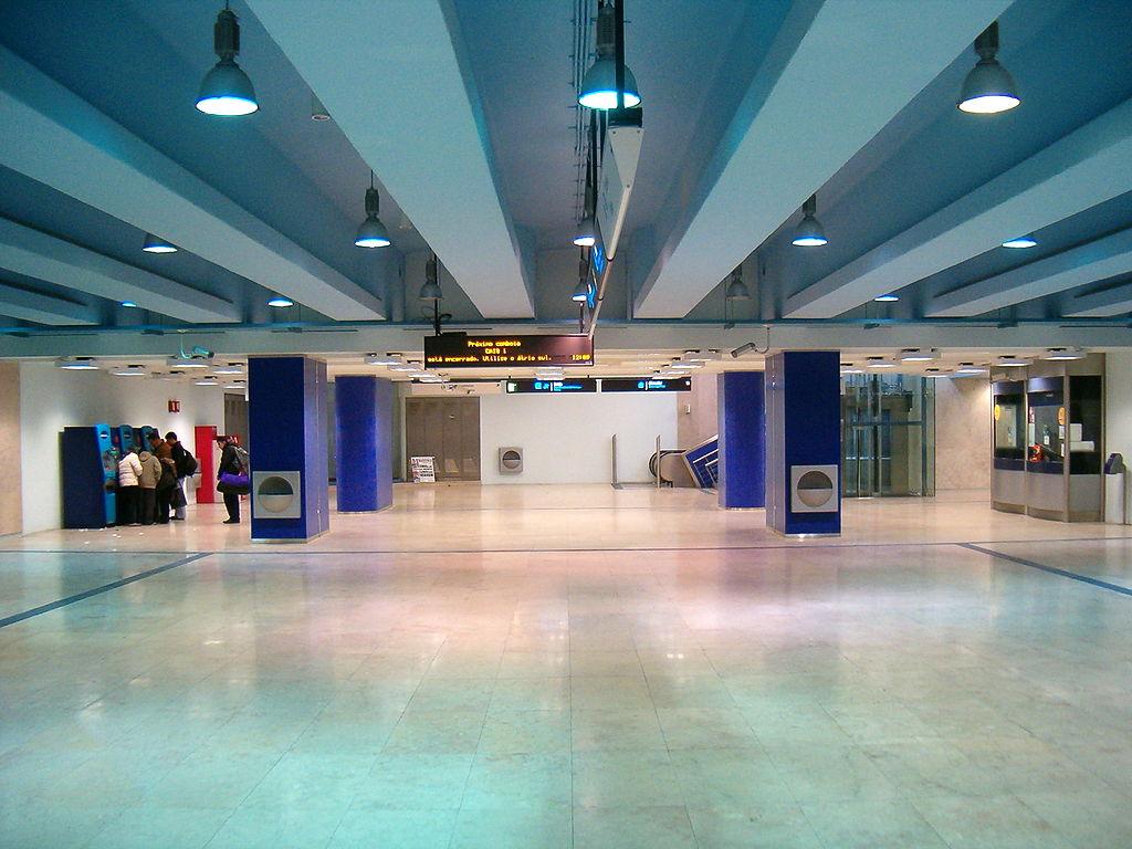 Santa Apolónia metro station