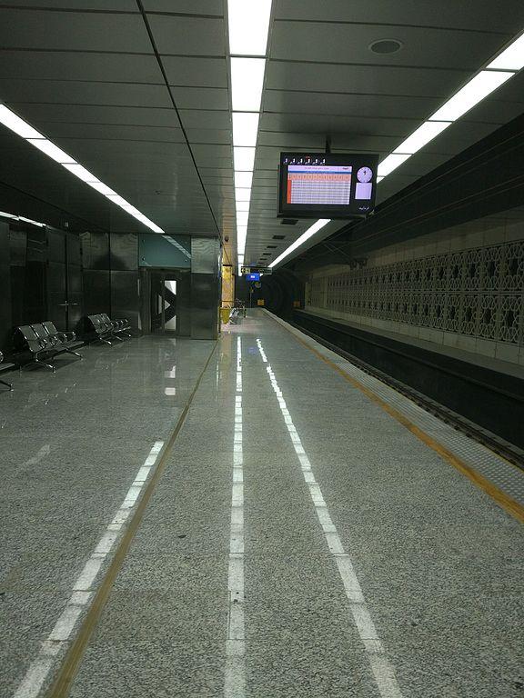 Takhti station