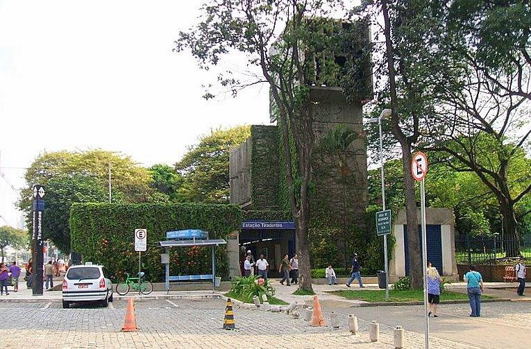 Tiradentes metro station