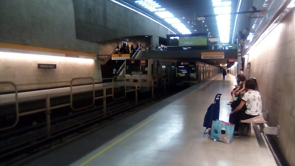 Vespucio Norte metro station