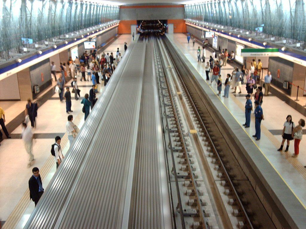 Vicente Valdés metro station