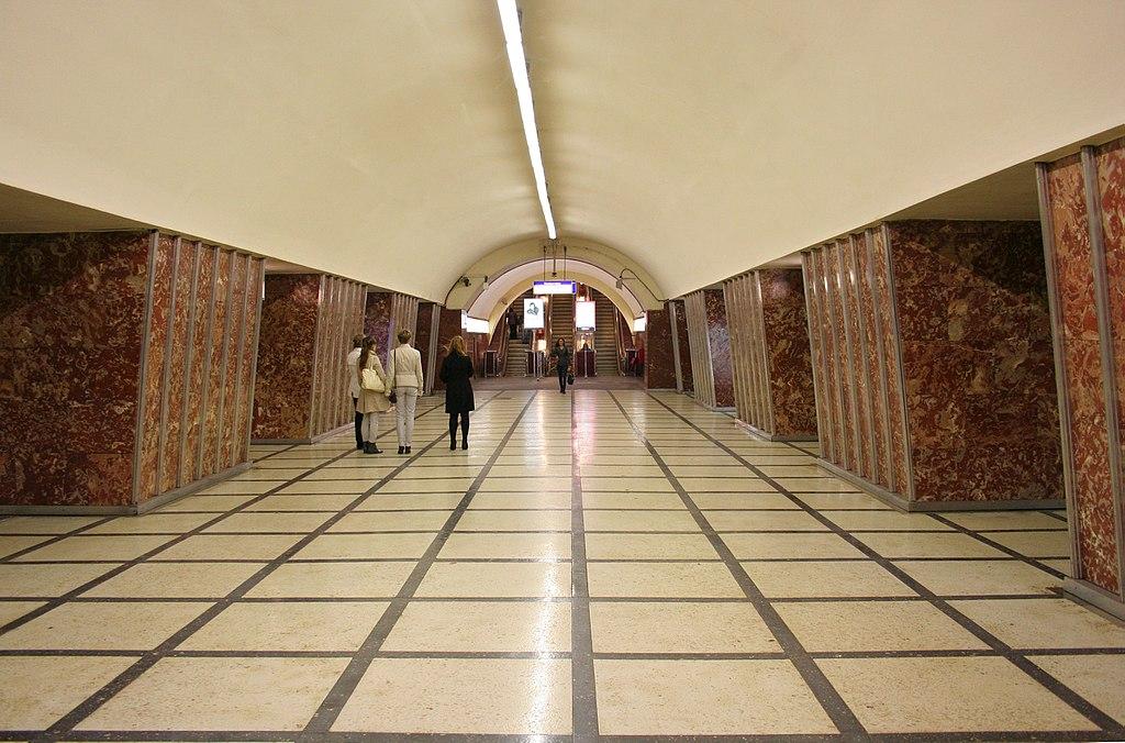 Moskovskiye Vorota station