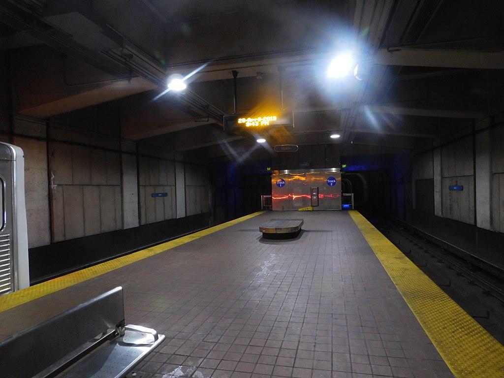 Upton–Avenue Market station