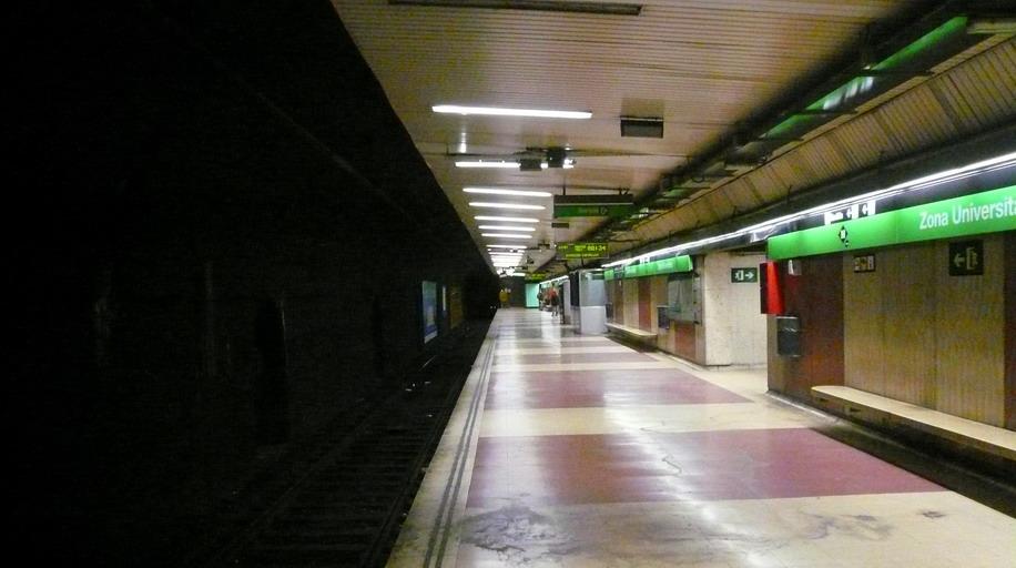 Zona Universitària station
