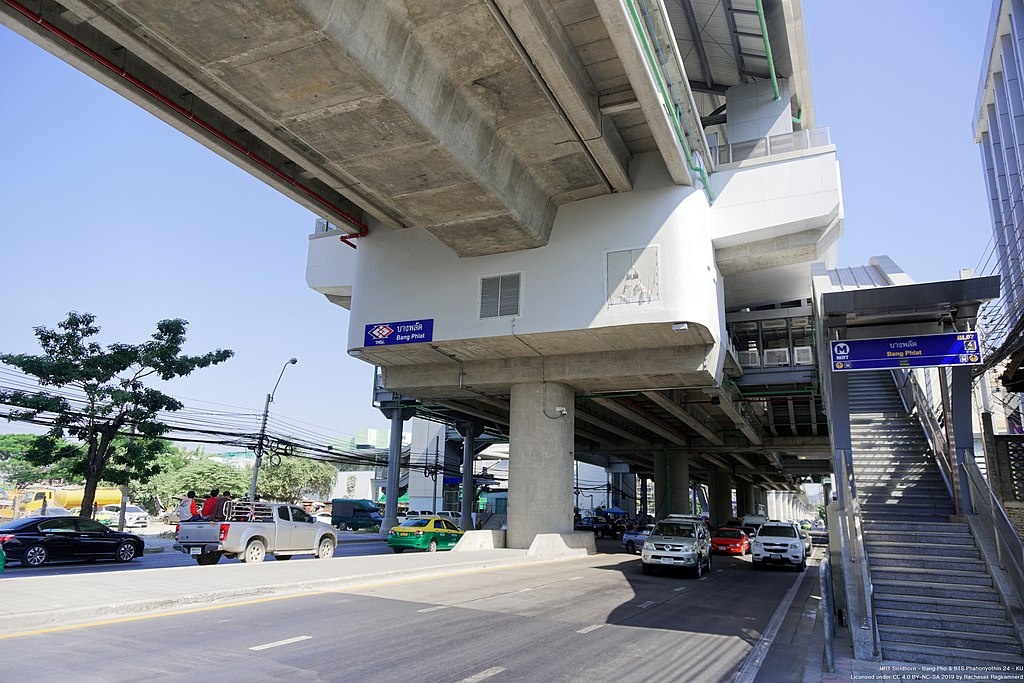 Bang Phlat MRT station
