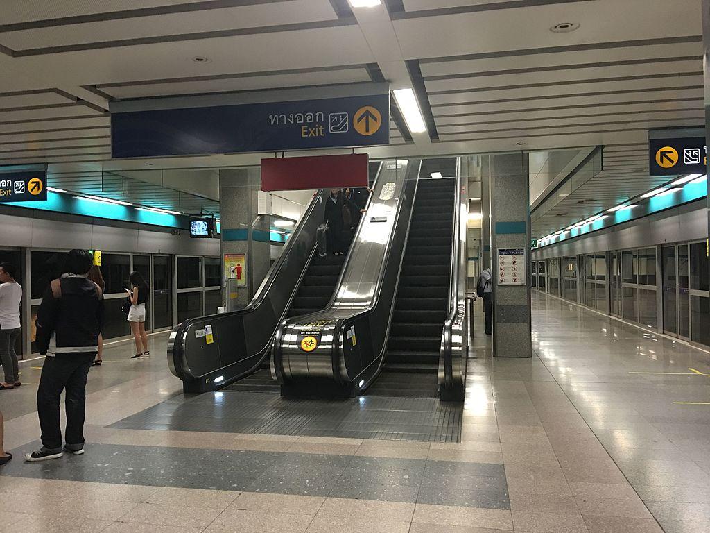 Lat Phrao MRT station
